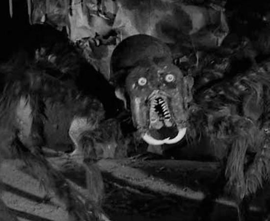 Missil para a Lua é uma ficção-científica de 1958 sobre dois fugitivos que viajam para a Lua e encontram um reino subterrâneo repleto de monstros assustadores, como aranhas gigantes.
