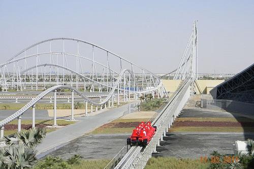 Só para os corajosos. A Formula Rossa, motanha-russa da Ferrari, em Abu Dhabi, é a mais rápida do planeta: atinge 240 km/h!