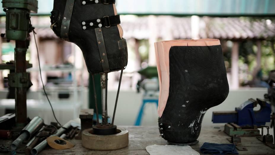 A prótese atual é a nona versão da perna de Mosha - como toda boa adolescente, ela cresceu rápido e de repente. A primeira prótese suportava seus quase 600 kg. Hoje, ela pesa quase 2 toneladas.