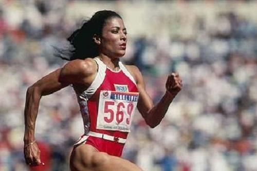 A mulher mais rápida que já correu pela Terra foi a norte-americana Florence Griffith Joyner, que morreu em 1998. Até hoje ela é dona do recorde mundial nos 100 metros rasos.