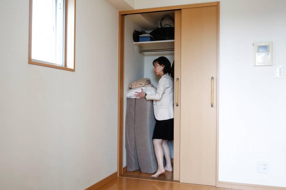 O colchão deSaeko Kushibiki cabe tranquilamente dentro de seu armário.