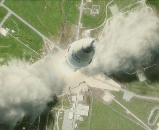 Saturn V, o foguete que levou os módulos Odyssey e Aquarius no filme Apollo 13 de 1995. A missão americana, que não foi concluída com sucesso, tinha o objetivo de levar o homem à Lua.