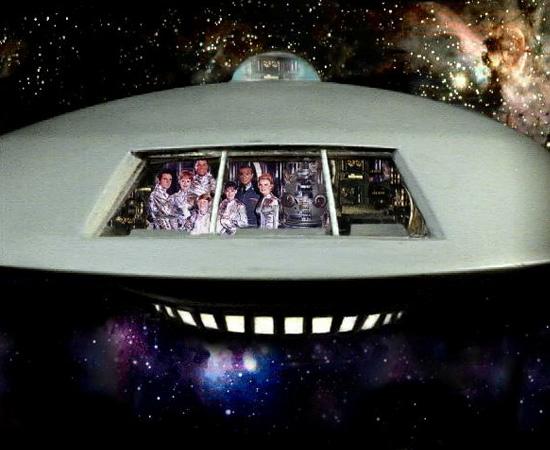 A nave Jupiter 2 é o lar da família Robinson, do seriado Perdidos no Espaço.