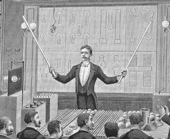 INVENÇÕES - Além da corrente alternada e da Bobina de Tesla, algumas das contribuições de Nikola Tesla foram o rádio e a lâmpada fluorescente. O cientista também realizou grandes avanços nas pesquisas relacionadas ao Raio-X e ao Radar.