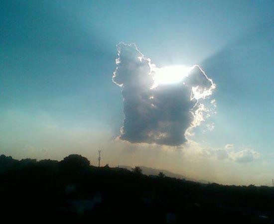 Este pônei foi fotografado no céu do Rio de Janeiro. A foto é do leitor Jefferson Schroeder.