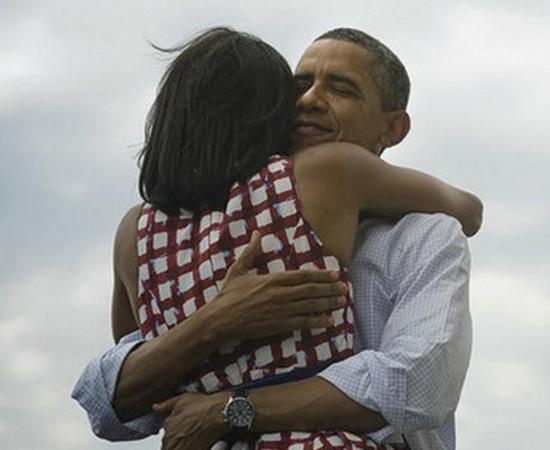 No dia 7 de novembro, Barack Obama venceu Mitt Romney e foi reeleito presidente dos Estados Unidos. Para comemorar, ele publicou uma foto em que abraçava a esposa Michelle. A imagem ganhou apoio popular e tornou-se a foto mais curtida da história do Facebook.