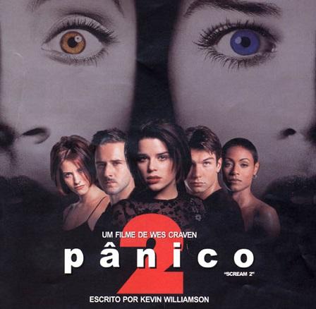 <i>Pânico II</i> se passa dois anos depois dos fatos mostrados no primeiro episódio da franquia. E o filme <i>Facada</i>, sobre os assassinatos, acaba sendo cenário para novos mistérios.