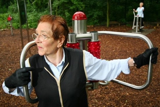 O Pruessen Park, em Berlim, é um playground para idosos com equipamentos projetados para esse público. A entrada de menores de 16 anos é proibida.