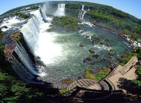 O Brasil também tem um Parque Nacional que merece destaque nesta lista. A reserva ambiental de Foz do Iguaçu, no Paraná, protege as famosas Cataratas e os vários animais que vivem por lá.