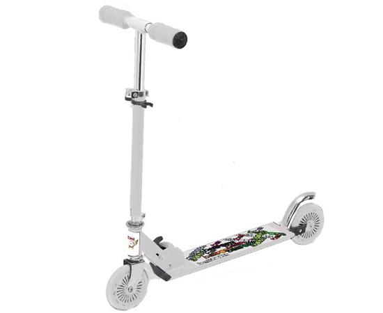 PATINETE - Houve uma época em que toda criança queria ir para a escola andando em um desses. Provavelmente, os pais não entendiam o porquê da modinha e acabavam comprando outros presentes.