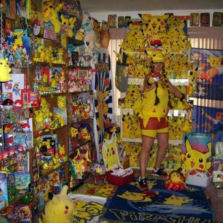 Pikabellechu tem seu nome (fictício, é claro) no Guinness, o Livro dos Recordes, por sua coleção gigantesca de artefatos sobre Pokémon. Entre seus favoritos, estão ratinhos que ela tingiu de amarelo para parecerem o Pikachu.