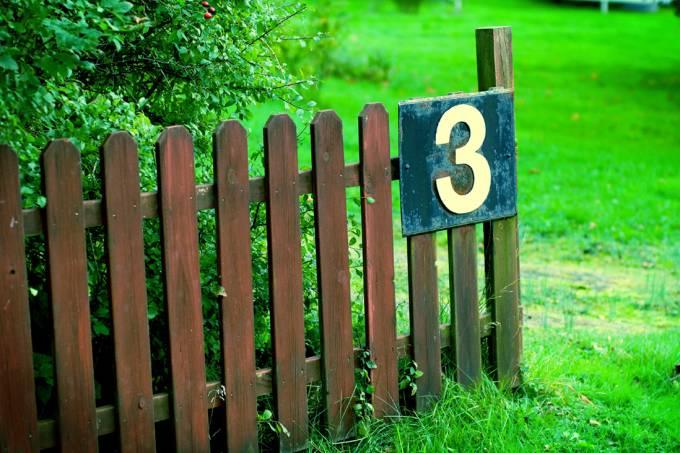 Placa com o número 3