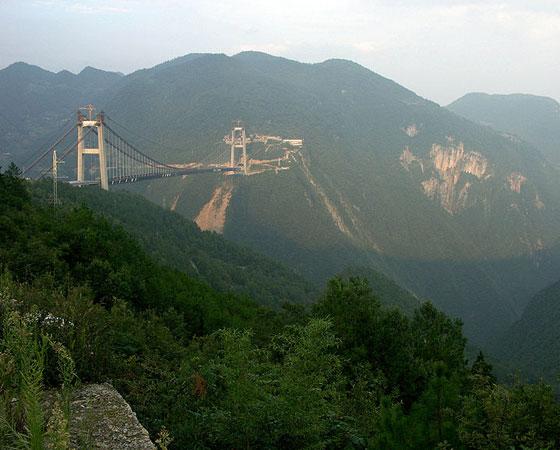 1. Sidu River Bridge. Com 496 metros de altura, foi inaugurada em 2009 na província de Hubei, na China. É a ponte mais alta do mundo desde a inauguração.