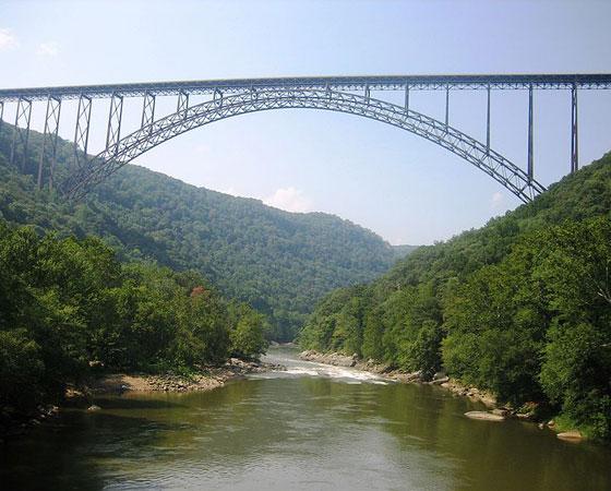 14. New River Gorge Bridge. Com 267 metros de altura, esta ponte fica em West Virginia, nos Estados Unidos. Foi inaugurada em 1977.