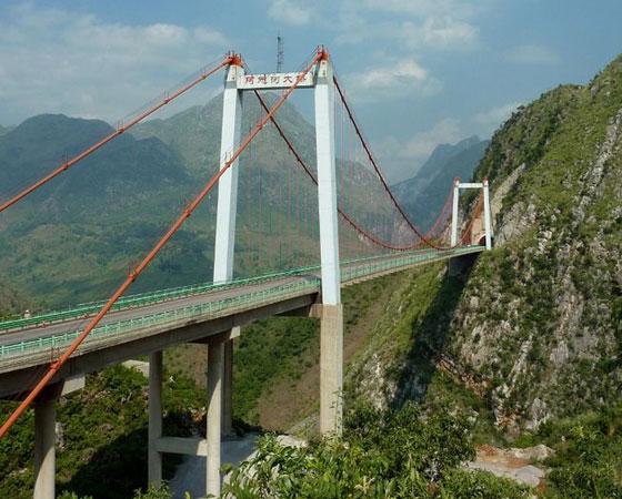 19. Azhihe River Bridge. Localizada em Guizhou, na China, esta ponte foi inaugurada em 2003. Tem 247 metros de altura.