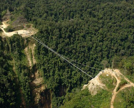 3. Hegigio Gorge Pipeline Bridge. Considerada a maior ponte do mundo entre 2005 e 2009, tem 393 metros de altura. A ponte, que fica na Papua Nova Guiné, tem uma função curiosa: ela é usada somente no transporte de petróleo.