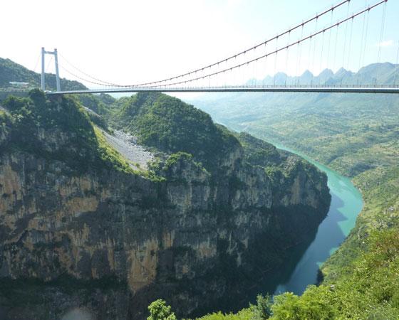 5. Beipanjiang River 2003 Bridge. Outra ponte gigante construída na China, em Guizhou. Inaugurada em 2003, foi considerada a mais alta do mundo até 2005. Tem 366 metros de altura.