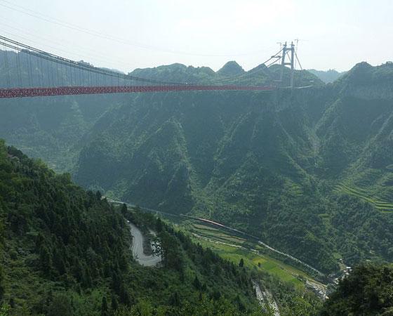 6. Aizhai Bridge. Com 350 metros de altura, a construção desta ponte foi finalizada no fim de 2011, mas a ponte só foi inaugurada em março de 2012. Fica localizada em Hunan, na China.