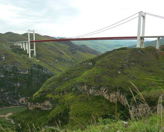 7. Beipanjiang River 2009 Bridge. Inaugurada em 2009, esta ponte mede 318 metros de altura. Fica localizada em Guizhou, na China.