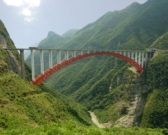 9. Zhijinghe River Bridge. É a ponte em arco mais alta do mundo, com 294 metros de altura. Sua inauguração ocorreu em Hubei, na China, em 2009.