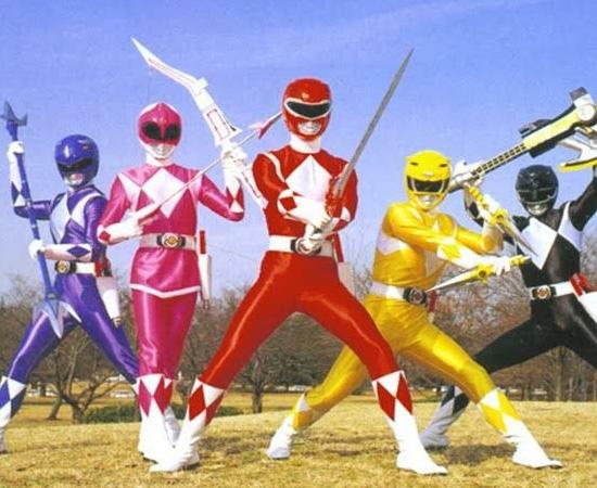 Power Rangers (1993) é uma franquia de várias séries. O enredo é sempre o mesmo: um grupo de guerreiros que luta contra monstros do mal.
