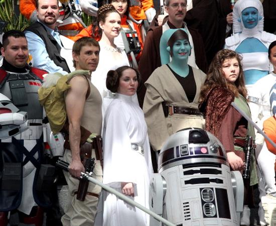 PÚBLICO-ALVO - Os primeiros filmes de Star Wars foram feitos para uma geração de jovens-adultos bastante interessada no espaço. No entanto, com o passar do tempo, estes espectadores tornaram-se pais e passaram o legado 'jedi' para as novas gerações.