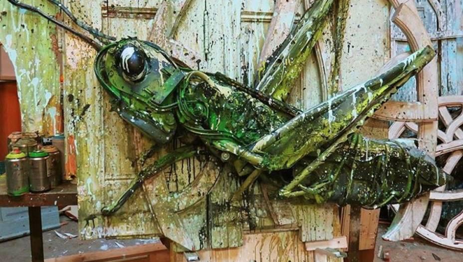 """""""A ideia é retratar a própria natureza construída com os materiais que são os responsáveis pela sua destruição"""", conta o artista em seu site."""
