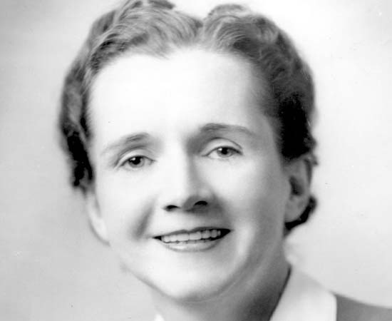 Rachel Carson (1907 - 1967) - Bióloga americana que revolucionou o movimento conservacionista em todo o mundo e publicou estudos importantíssimos sobre o uso de pesticidas.