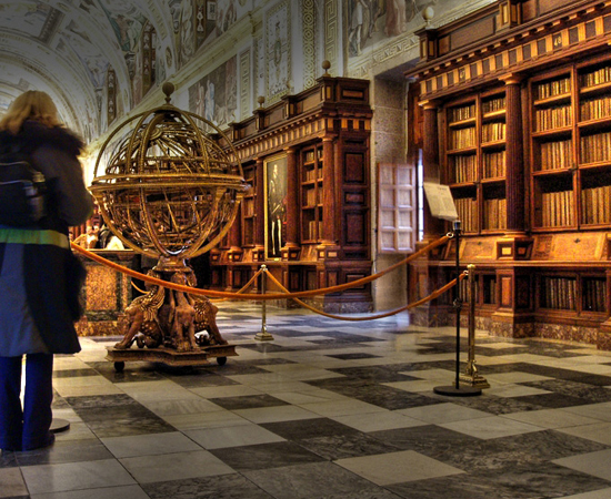 REAL BIBLIOTECA DE SAN LORENZO DE ESCORIAL - Foi fundada em 1565 pelo rei Felipe II.Possui mais de 40 mil volumes. Está localizada em El Escorial de Arriba, uma comunidade autônoma de Madri.
