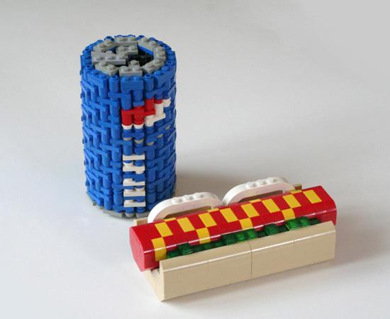 Refrigerante e cachorro-quente feitos com peças de Lego. Pode ser?