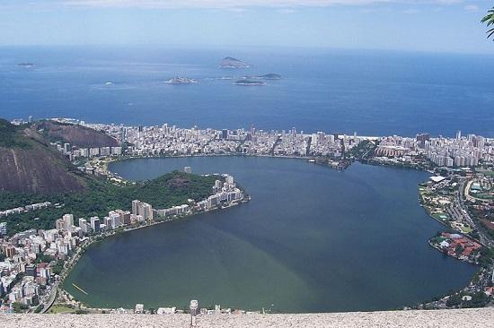 O Brasil também tem representante da lista. O Rio de Janeiro, nosso maior cartão-postal, encanta turistas de todo o mundo por conta do cenário que mistura praia, montanhas e florestas.