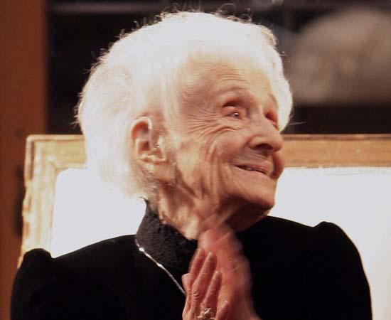 Rita Levi-Montalcini (1909 - presente) - Neurologista italiana que recebeu o Prêmio Nobel de Fisiologia/ Medicina de 1986 pelos seus estudos sobre o sistema nervoso.