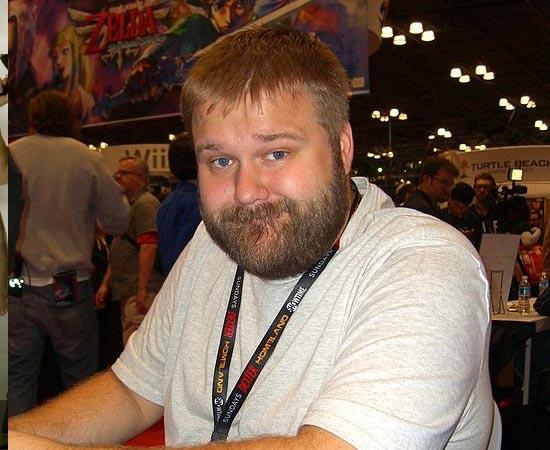 ROBERT KIRKMAN - É um roteirista de histórias em quadrinhos, famoso por The Walking Dead, Invincible, Ultimate X-Men e Zumbis Marvel. Escreveu sua primeira obra em 2000, fez trabalhos para a Image Comics e foi contratado pela Marvel Comics em 2004. Em 2010, tornou-se produtor da série de TV The Walking Dead, adaptando o roteiro da HQ. Leva a nerdice na veia: seu filho se chama Peter Parker.