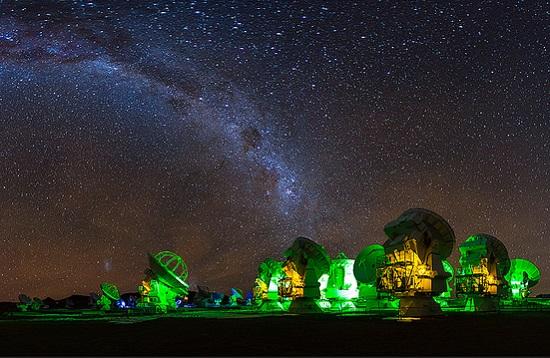 Ele relata que uma das maiores dificuldades enfrentadas pelos astrofotógrafos é a poluição luminosa gerada pelas cidades.