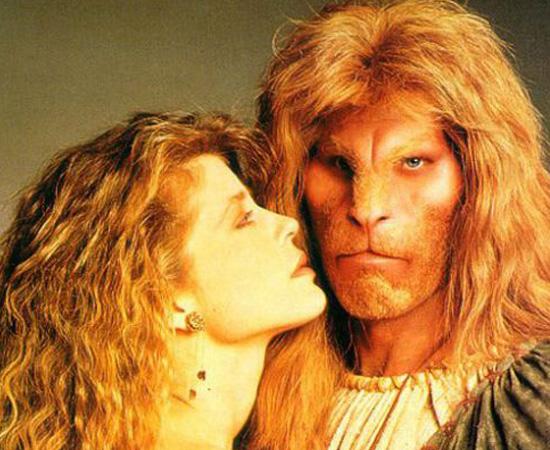 A Bela e a Fera (1987) é uma série de TV que conta a história de uma mulher que se apaixona por uma criatura que mora em túneis sob da cidade de Nova Iorque.
