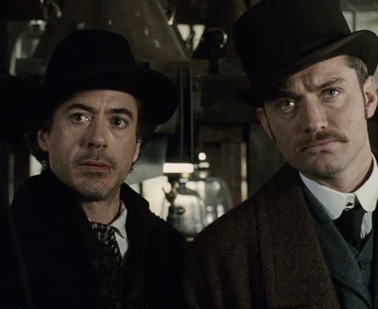 Criado pelo escritor britânico Arthur Conan Doyle, Sherlock Holmes é um dos detetives mais famosos de todos os tempos. Ao lado do amigo Dr. Watson, ele investiga casos do fim do século 19 e início do século 20. Robert Downey Jr. é apenas um dos atores que o interpretou. As histórias de Sherlock já foram adaptadas em dezenas de filmes, peças teatrais e programas de TV.