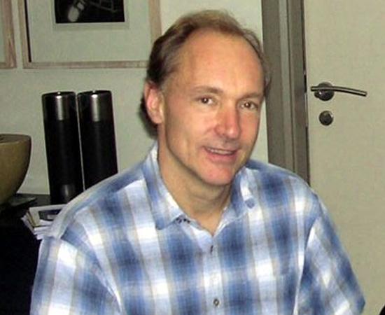 TIM BERNERS-LEE (1955) - Cientista da computação e físico britânico que criou a World Wide Web. Atualmente, é professor do Massachussets Institute of Technology (MIT).