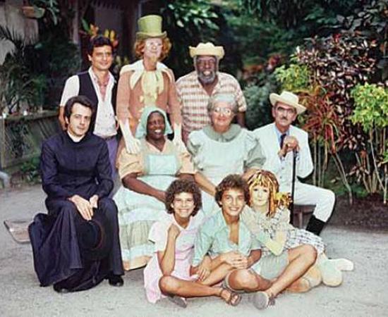 Sítio do Pica-Pau Amarelo (1977) é uma série de TV, adaptada dos livros de Monteiro Lobato.
