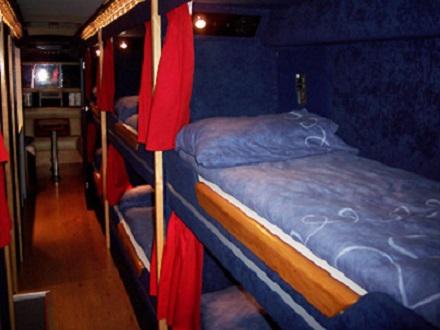 Já pensou em fazer uma viagem de ônibus deitado numa cama? Os veículos do tipo sleeper são muito comuns na Índia e na China, principalmente em viagens mais longas.