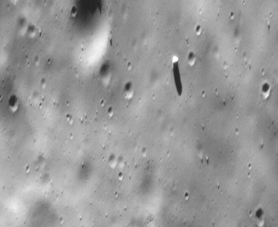 Nesta imagem, é possível ver a sombra de Fobos na superfície de Marte.