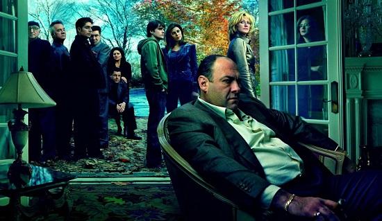 <i>Família Soprano</i> é uma série de TV norte-americana produzida pela HBO. A série mostra a complicada relação familiar de Tony Soprano, um mafioso que precisa de ajuda psicológica para lidar com os problemas pessoais e tocar o negócio da família.