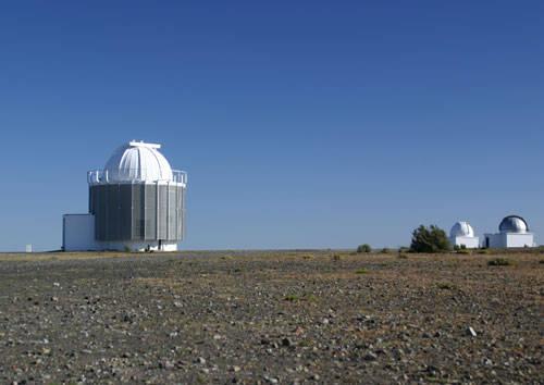 SUL DA ÁFRICA - A África do Sul e a Namíbia oferecem diversos locais perfeitos para quem gosta de ver estrelas. Entre eles, o Krueger National Park e o Sossusvlei Desert Lodge são perfeitos para quem quer apreciar também um pouco de vida selvagem. Já o South African Astronomical Observatory, próximo à Cidade do Cabo, oferece telescópios bastante potentes.