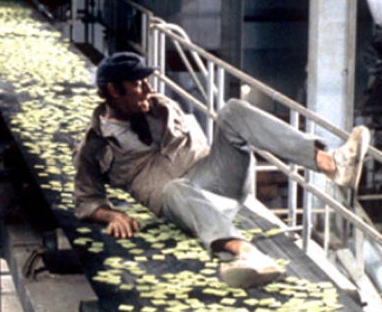 No mundo de 2020 (Richard Fleischer, 1973) - Em 2022, o acesso à comida em Nova York é restrito, a não ser por tabletes verdes chamados Soylent Green. Quando o dono da empresa que produz o alimento morre, o detetive policial Robert Thorn começa a investigar o mistério por trás do assassinato - e acaba descobrindo mais sobre a comida mais popular do mundo.