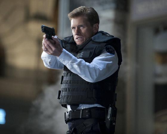 O filme também dá espaço para Goerge Stacy, o policial durão pai de Gwen Stacy, que também passa por uma transformação importante (que, spoiler, não tem nada a ver com mutação genética). O personagem é previsível, mas não desinteressante.