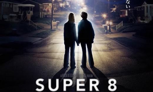 Produzido por Steven Spielberg e dirigido por J. J. Abrams, <i>Super 8</i> não conta a história da gravação de uma grande produção, é verdade. Ambientado na década de 70, o filme mostra adolescentes que tentam gravar um filme, mas acabam testemunhando algo terrível durante as gravações.