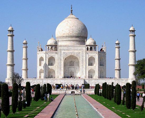 TAJ MAHAL - É um mausoléu em homenagem a Aryumand Banu Begam, a esposa favorita do imperador mogol Shah Jahan. É um Patrimônio da Humanidade e uma das Novas Sete Maravilhas do Mundo Moderno. Está localizado em Agra, na Índia.