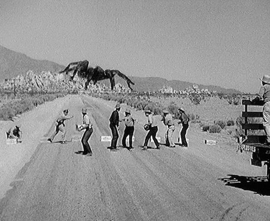 Tarântula (1955) é um filme de terror sobre uma aranha gigante assassina que está à solta no deserto.