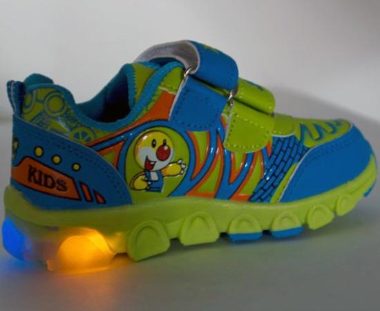 TÊNIS DE LUZINHA - Muitas crianças sonhavam com o dia em que poderiam exibir esse calçado supertecnológico para os amiguinhos da escola. Não era muito caro, mas os pais teimavam em dar prioridade a outros presentes.