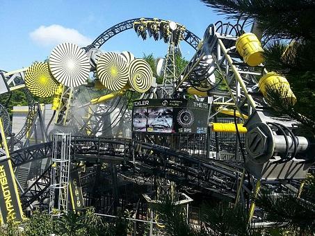 Inaugurada em maio de 2013, a The Smiler tomou o recorde de inversões, que até então era da Colossus. Com 14 inversões, essa montanha-russa é agora única do tipo no mundo.