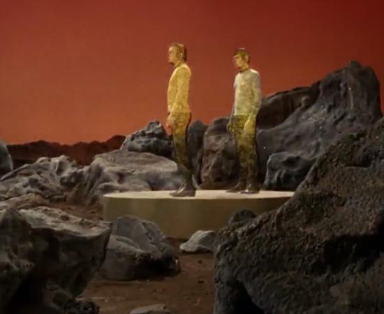 'Fixe coordenadas.' - James T. Kirk, preparando-se para o teletransporte.
